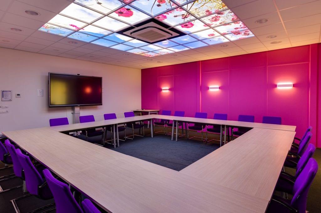 Bedrijfsfotografie leslokaal met lichtkoepels NHL Stenden Emmen