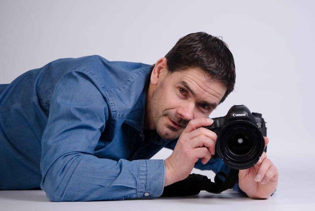 Fotoshoot Guido Hansman staat zelf voor de camera