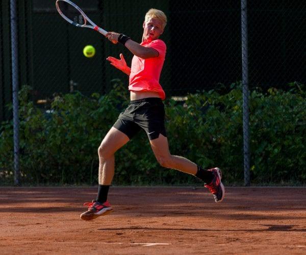 Sportfotografie Max Houkes tennis in Haren