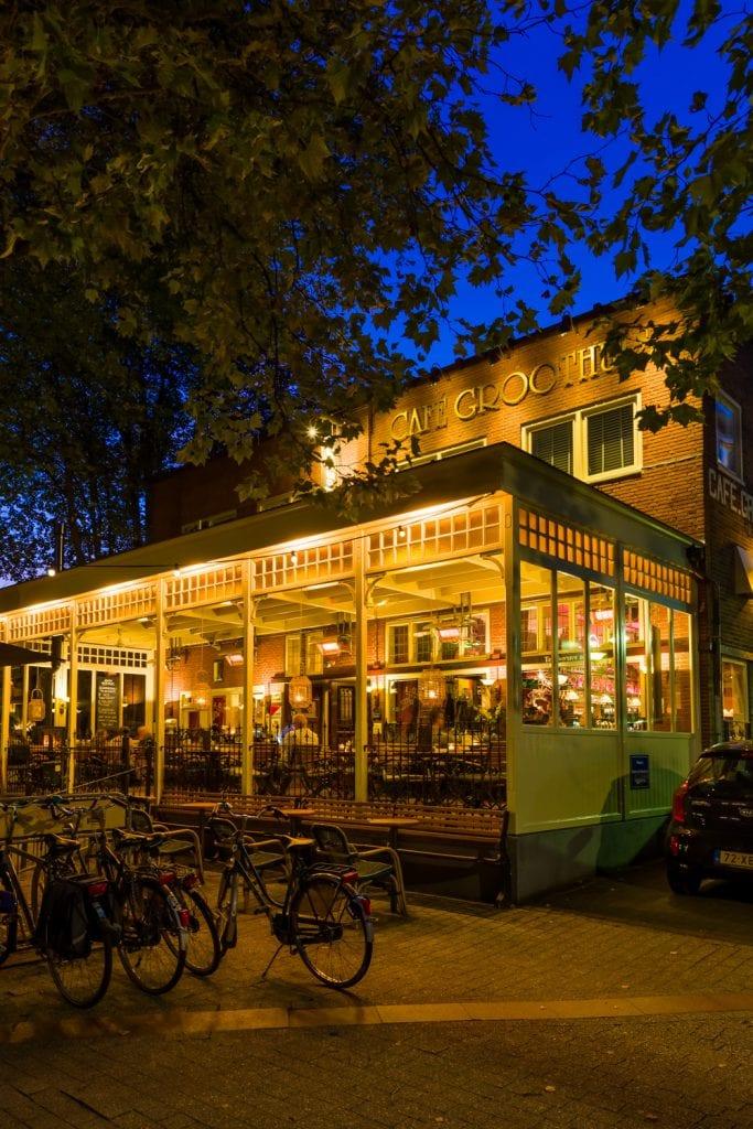 Bedrijfsfotografie voor Café Groothuis Emmen bij avondlicht