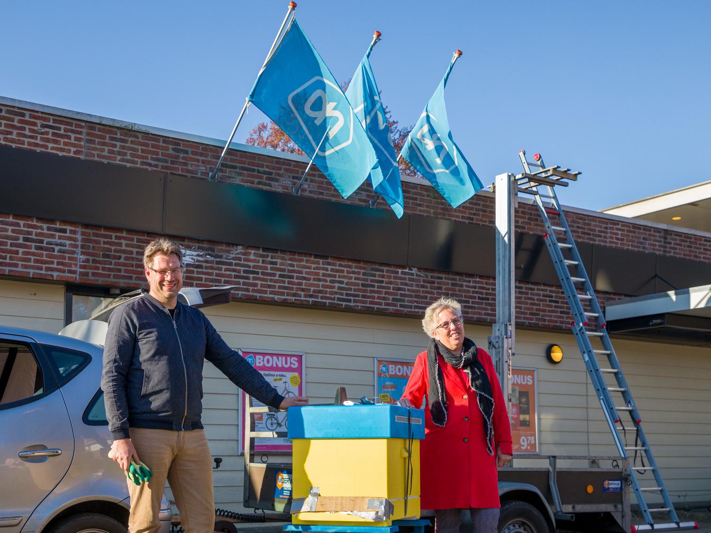 Arjan en Bea voor de supermart AH Kortwijk in Sleen