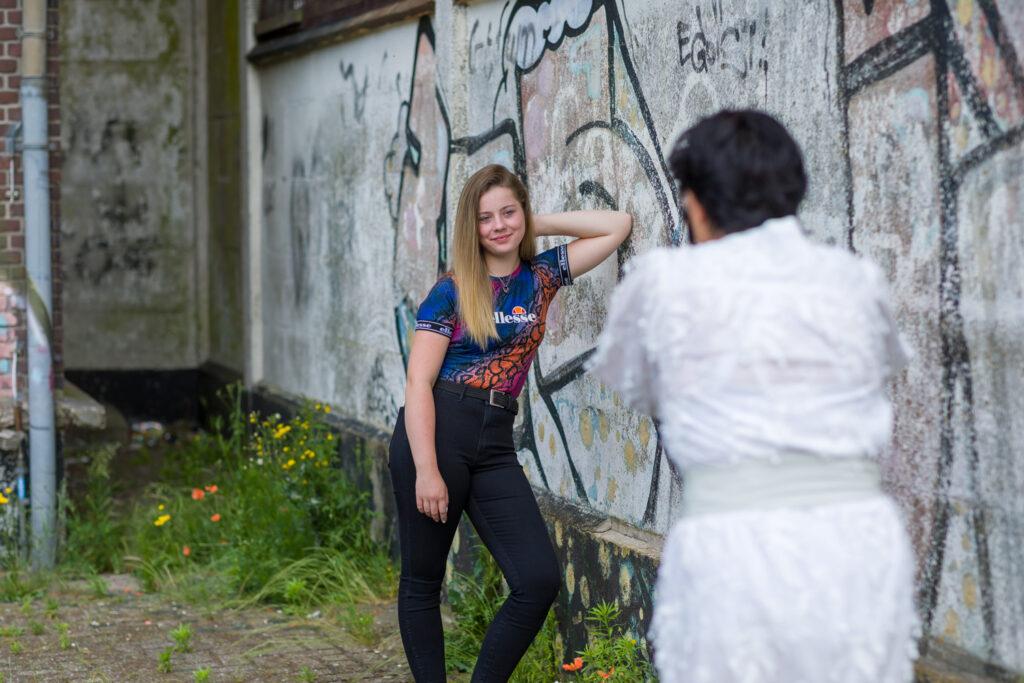 Een cursist in actie tijdens de Fotografie Workshop met de modelshoot