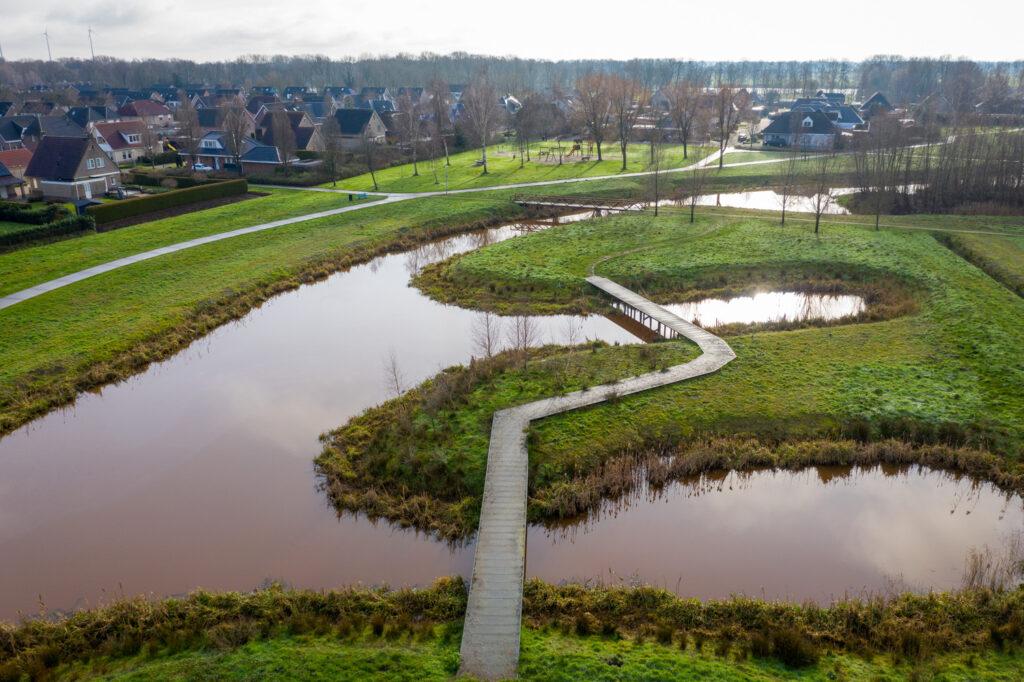 Overzichtsfoto van de speelvoorzieningen van de gemeente Emmen in Emmer-Compascuum.